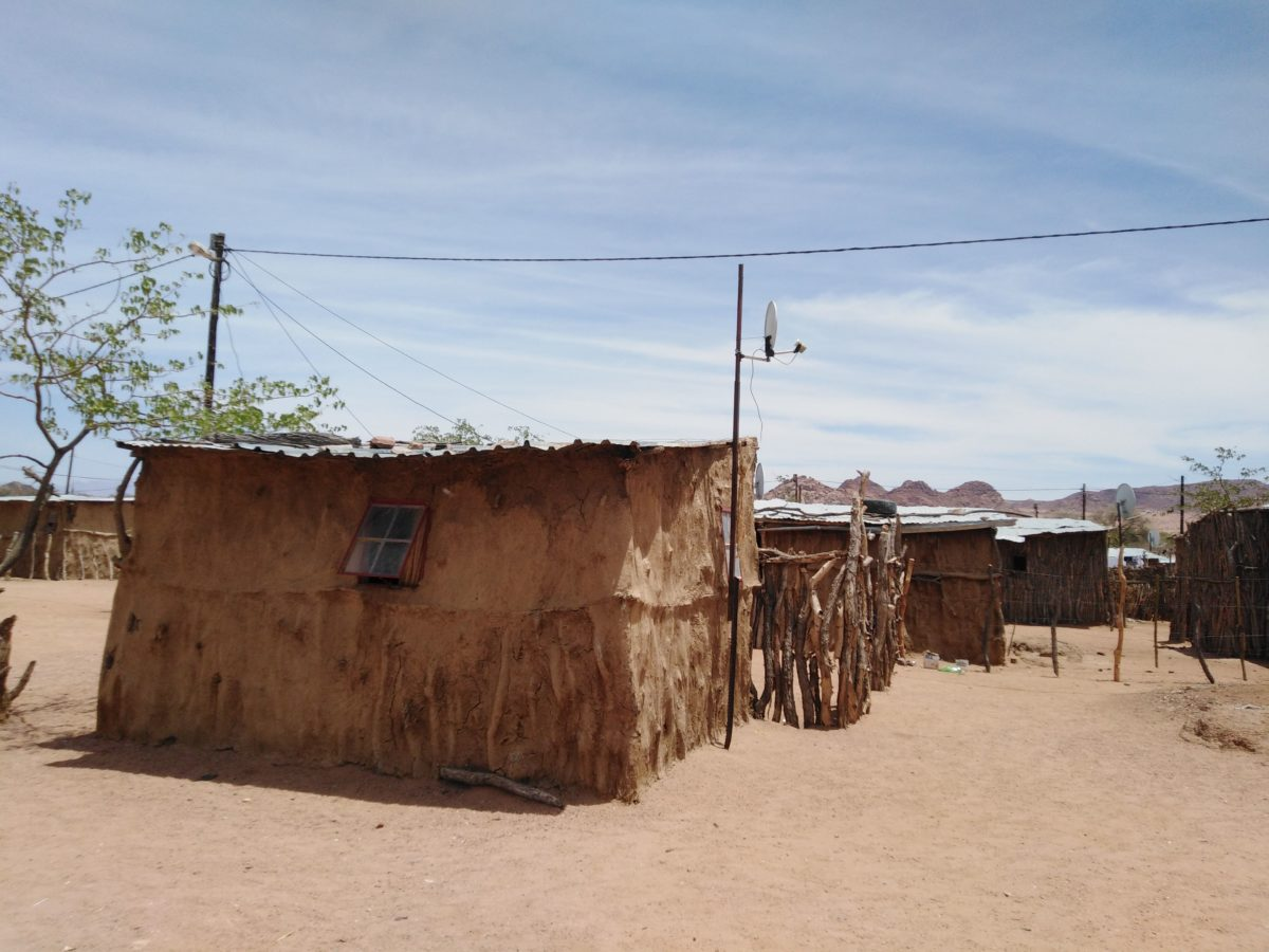 REFRACTORY ACACIA COMPOSITE BUILDING MATERIALS FROM NAMIBIAN RAW MATERIALS AS A BASIS FOR LOW-COST HOUSING CONCEPTS   In a BMZ-funded cooperation project between the INM and the 2