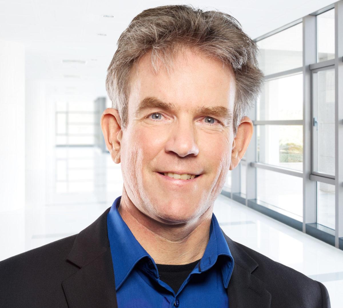 Professor Niels de Jonge wurde von der Microscopy Society of Amerika geehrt