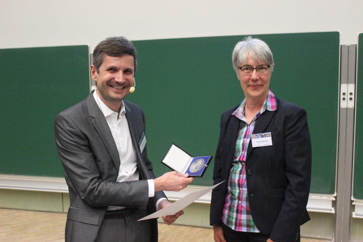 Tobias Kraus mit Liesegang-Preis der Kolloid-Gesellschaft geehrt
